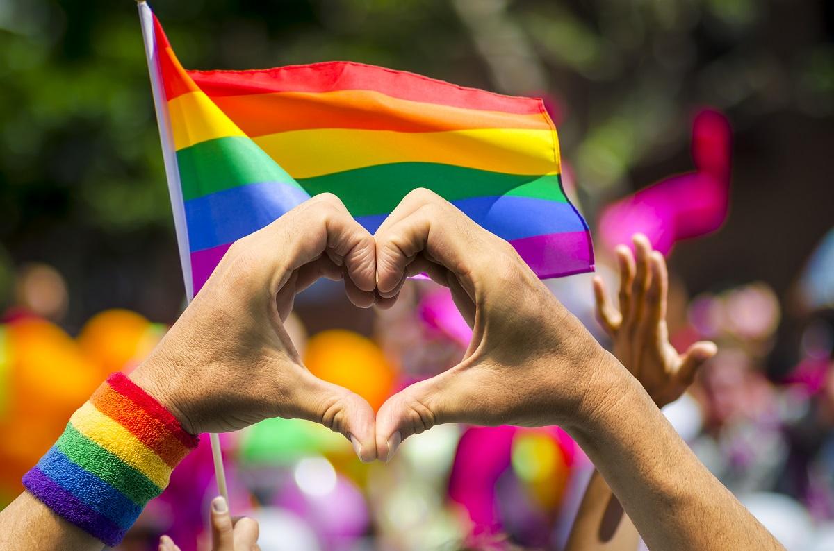 Jornalista elogia postagem do blog sobre gays e crítica 'ditadura heteronormativa'