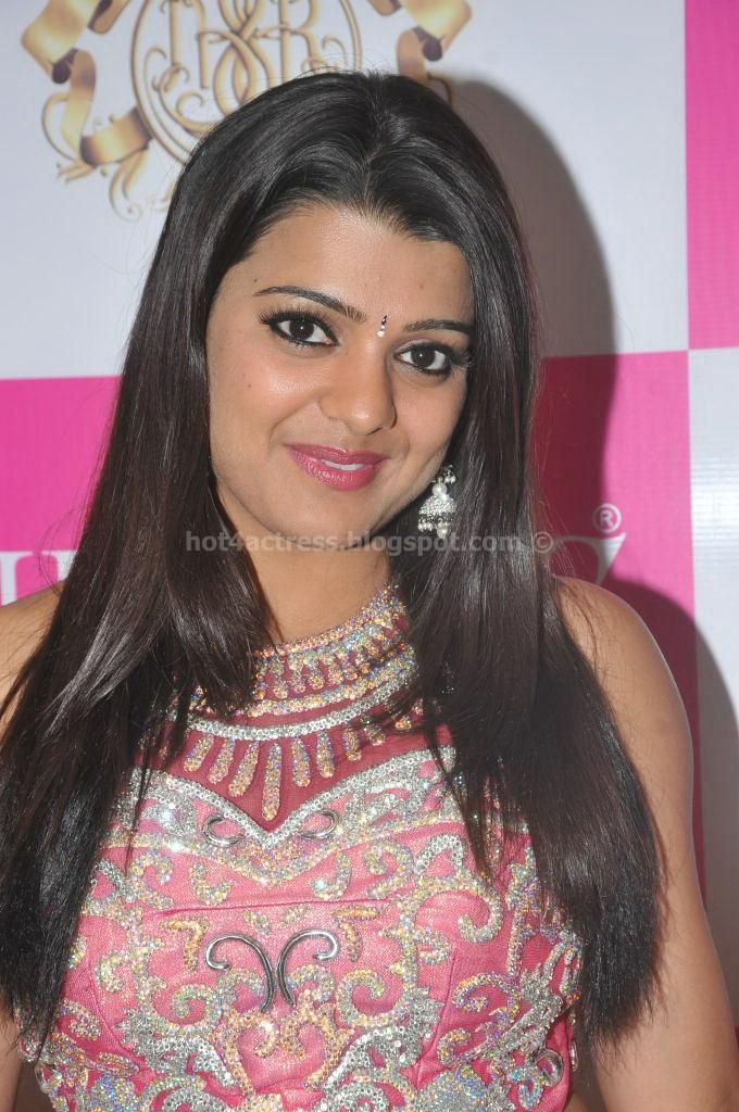 Tashu kaushik latest saree pics
