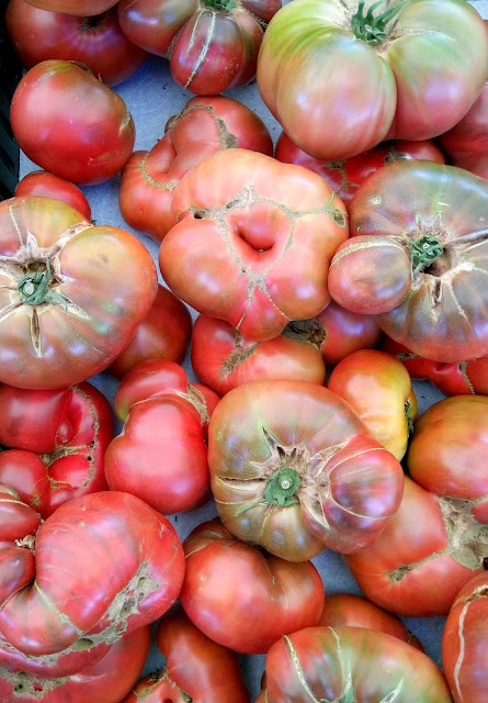heirloom tomatos at the one generation farmers market