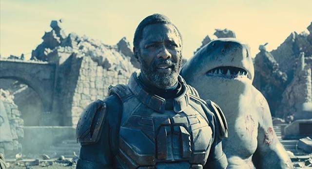 Idris Elba y Sylvester Stallone. Fotograma de Warner Bros.
