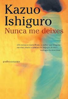 Imagem da capa do livro de Kazuo Ishiguro, Nunca me Deixes, pela Gradiva, em recensão no blogue Clube de Leituras
