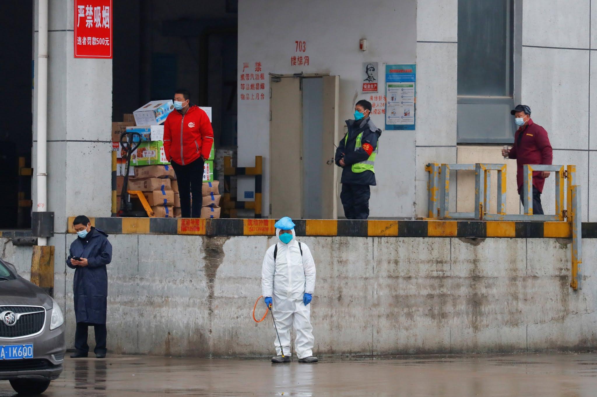 Los expertos de la OMS visitaron el mercado de Wuhan donde se registró el primer brote de coronavirus