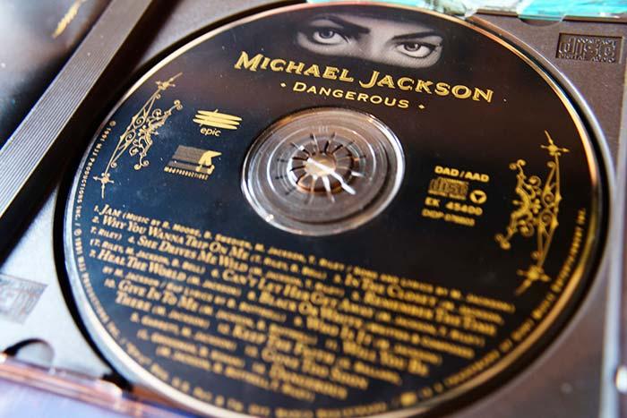 """Michael Jackson, """"Dangerous"""" edición en CD original de 1991, propiedad de Julián Franco, exibido en 4Works Studio."""