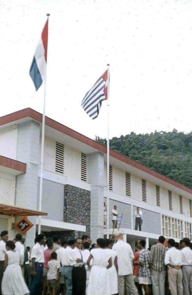 Desember 1961 Bendera Papua berkibar