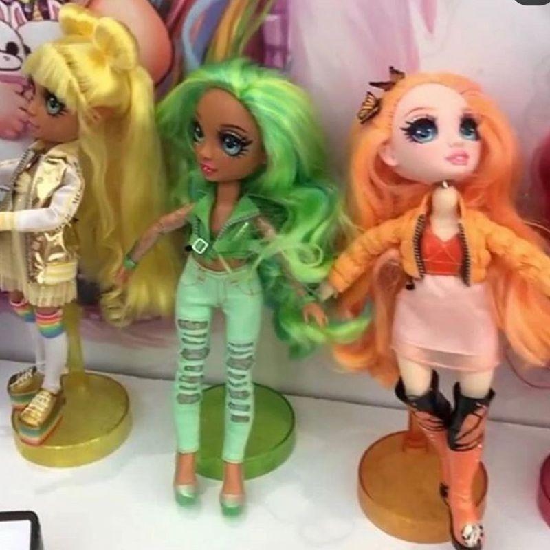 Rainbow Surprise Peel the Rainbow fashion dolls