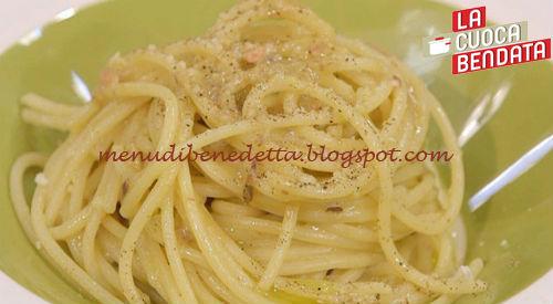 La Cuoca Bendata - Spaghetti acciughe e uovo ricetta Parodi