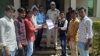 शिवपुरी में हुई घटना को लेकर मुख्यमंत्री के नाम पुलिस थाने पर सौंपा ज्ञापन