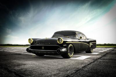 Excelente coche de carreras dark con amarillo