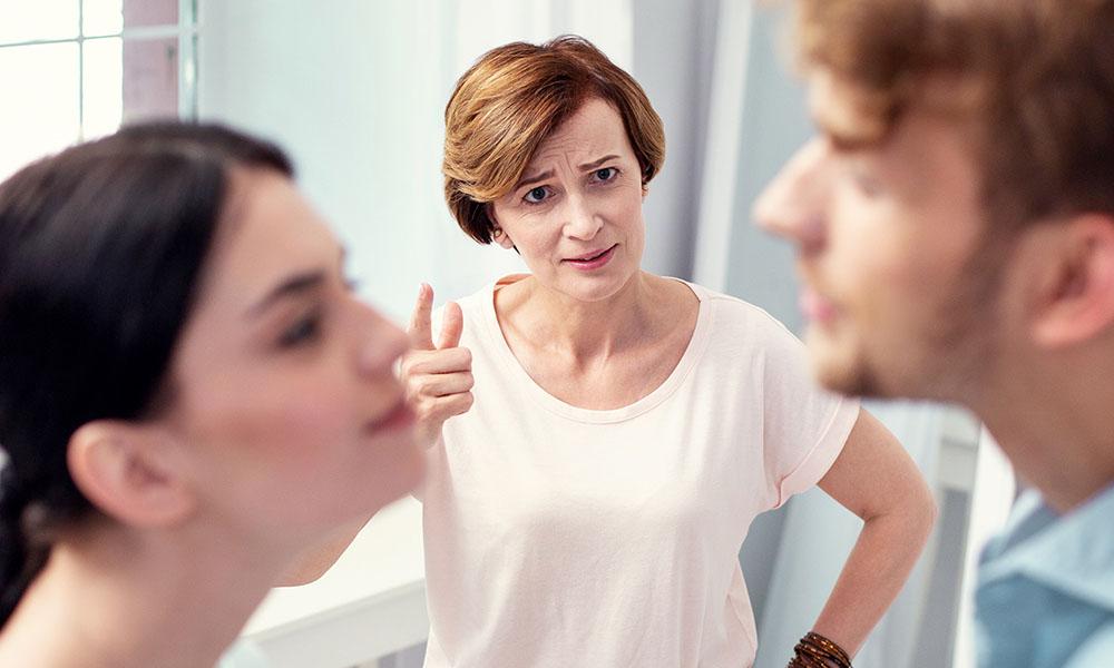 Tidak Usah Grogi, Beginilah Cara Menarik Hati Ibu Calon Mertua Saat Pertama Bertemu