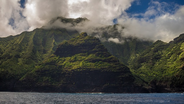Hawaii moves 7.5cm closer to Alaska every year Science Fact