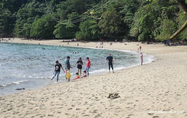 Liburan Ke Pantai Enu Bersama Keluarga