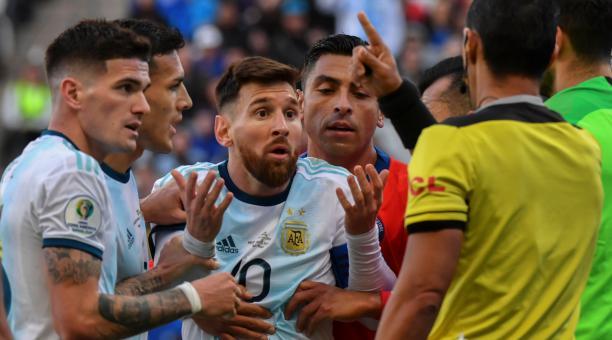 Conmebol le contesta a Messi