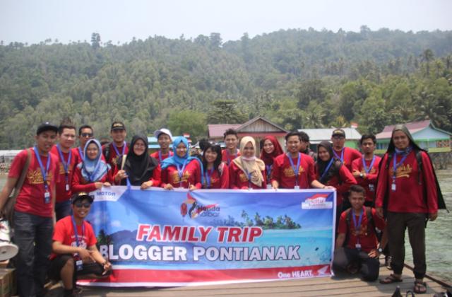 Liburan Keluaraga Besar Blogger Pontianak Di Pulau Lemukutan