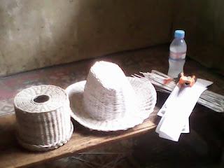 Banyak para pelanggan berasal dari pasar lokal sekitar Malang, Surabaya, dan Bandung untuk bekerjasama dengan Recycle Paper. Adapun kesempatan jumlah harga yang ditawarkan sangat terjangkau. Berbagai macam desain menarik dari gantungan Kunci dapat dibeli dengan harga Rp. 3.500 hingga Rp. 4.000 dan ragam Lampu menarik antara Rp. 75.000 s/d Rp. 300 ribu.