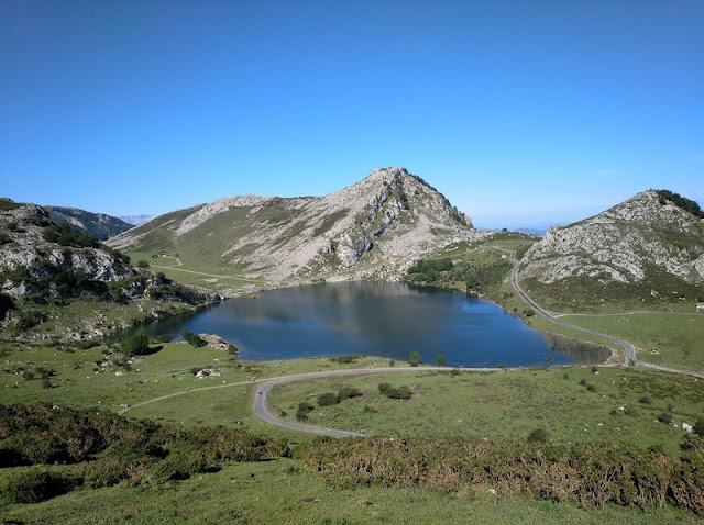 Lago Enol desde el Mirador de Entrelagos