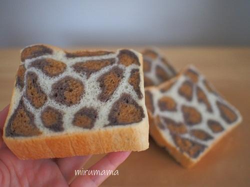 薄く切ったヒョウ柄食パン