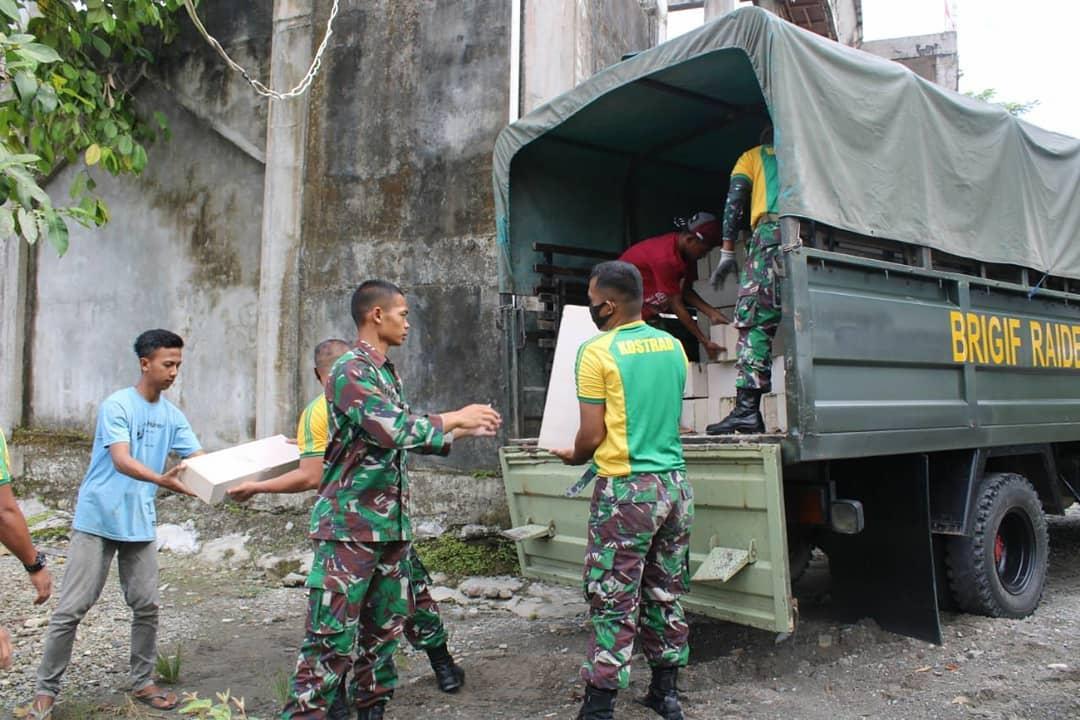 Yayasan Pesantren Hidayatullah Menerima Bantuan Sosial Berupa Batako dari Brigif Raider 20 Kostrad