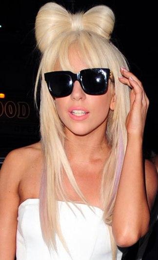Foto de Lady Gaga con un moño de peinado