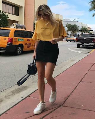 outfit casual juvenil con minifalda negra