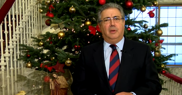 El ministro del interior felicita las navidades con una for Quien es el ministro de interior