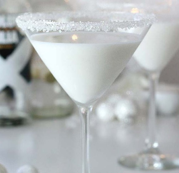 White Chocolate Snowflake Martini #drinks #christmas