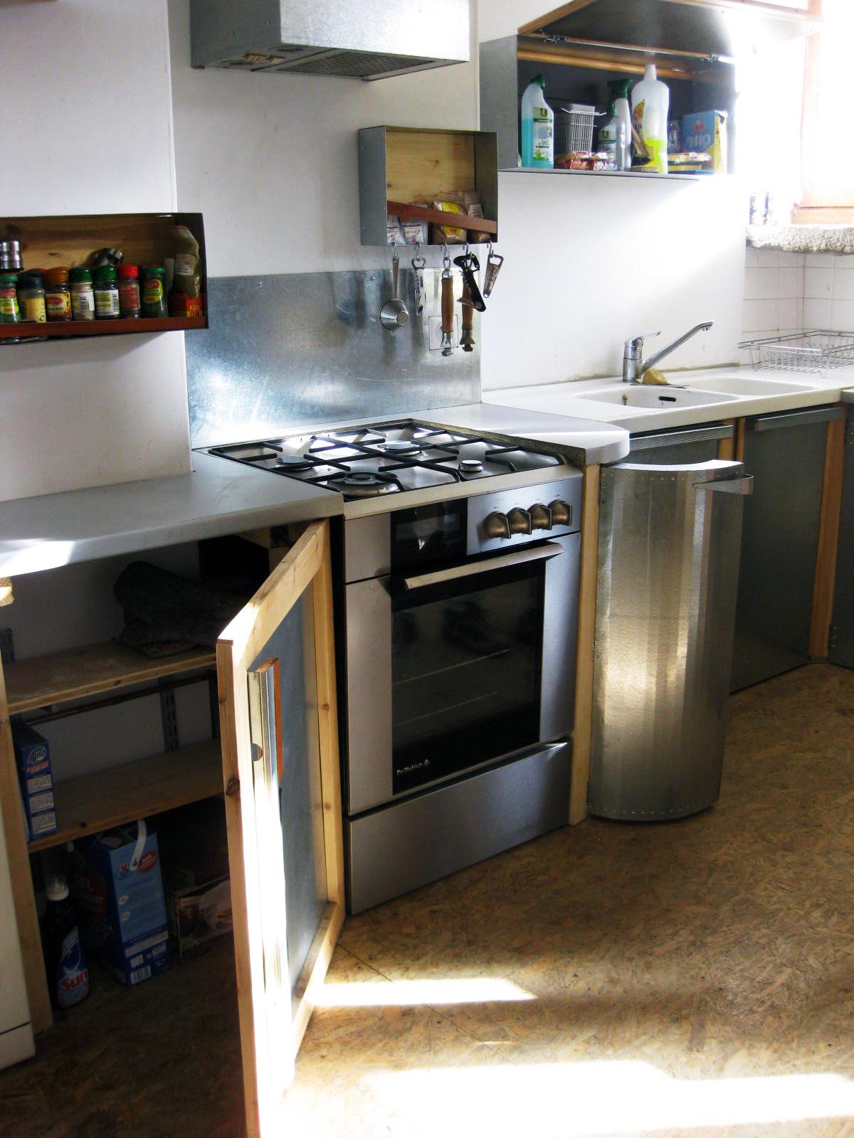 good cuisine avec la plusvalue duun agencement unique original et socialement respectable. Black Bedroom Furniture Sets. Home Design Ideas