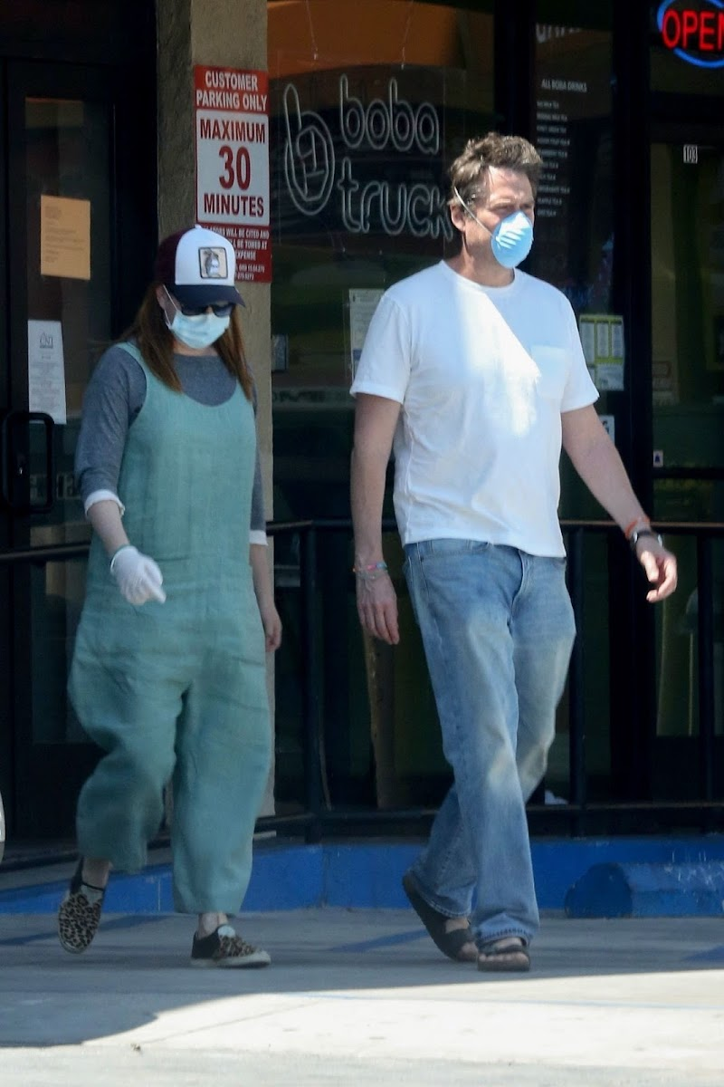 Alyson Hannigan and Alexis Denisof at Boba Truck Cafe in Northridge 27  Apr-2020