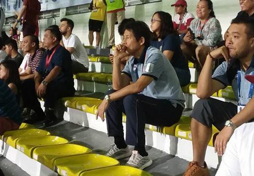 HLV Nishino trầm ngâm xem U22 Việt Nam ngược dòng
