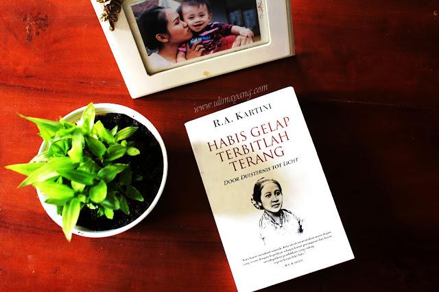 review-buku-habis-gelap-terbit-lah-terang-(Door-Duisternis-Tot-Licht)-R.A-Kartini