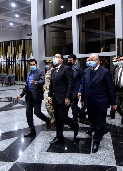 رئيس الوزراء يحضر التدريبات النهائية  للمنتخب المصري لكرة اليد باستاد القاهرة  استعدادا لانطلاق بطولة العالم غدا / الأهرام نيوز