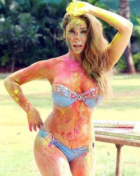 sofia-hayat-shares-holi-photos-in-bikini