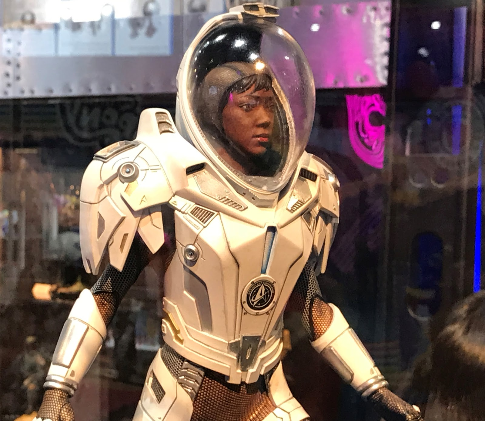 The Trek Collective: Gentle Giant show off amazing Discovery statues
