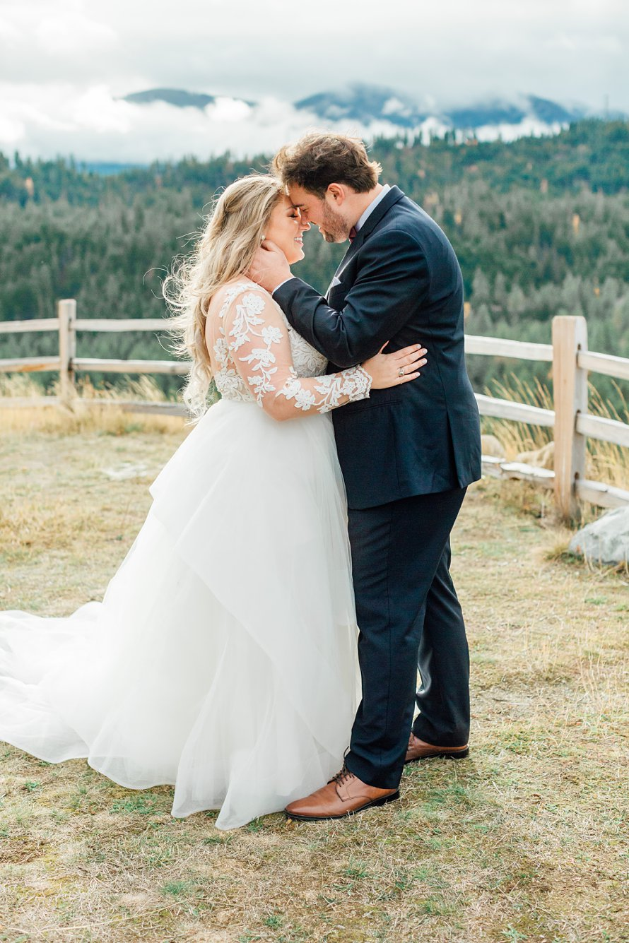 First Look Photography-Cle Elum Wedding Venue-Swiftwater Cellars-Suncadia Resort Wedding Photographers-Something Minted Photography
