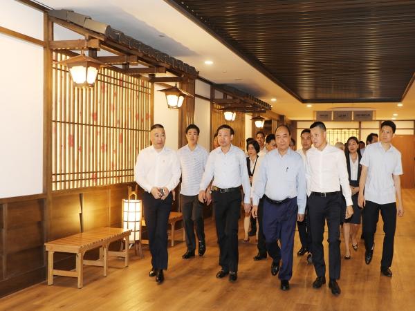 Thủ tướng Nguyễn Xuân Phúc cùng lãnh đạo tỉnh Quảng Ninh tham quan Khu nghỉ dưỡng Yoko Onsen Quang Hanh.