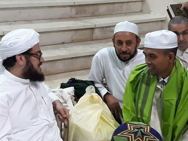"""Tak Hanya Diberi Penghargaan Oleh Ulama Makkah, Ustadz Abdul Somad Juga Dijamu Dengan """"3 Daging Spesial"""" Ini"""