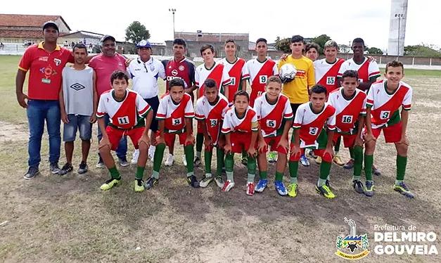 Com apoio da Prefeitura de Delmiro Gouveia, IDEC recebe atletas do CSA para amistoso