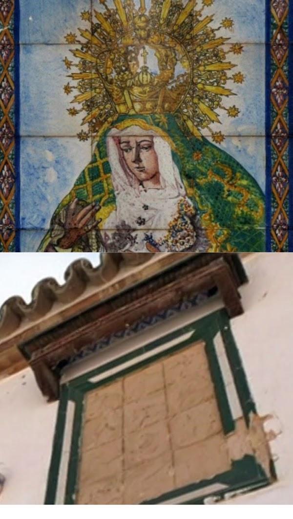 Roban un azulejo de la Esperanza Macarena de 1927