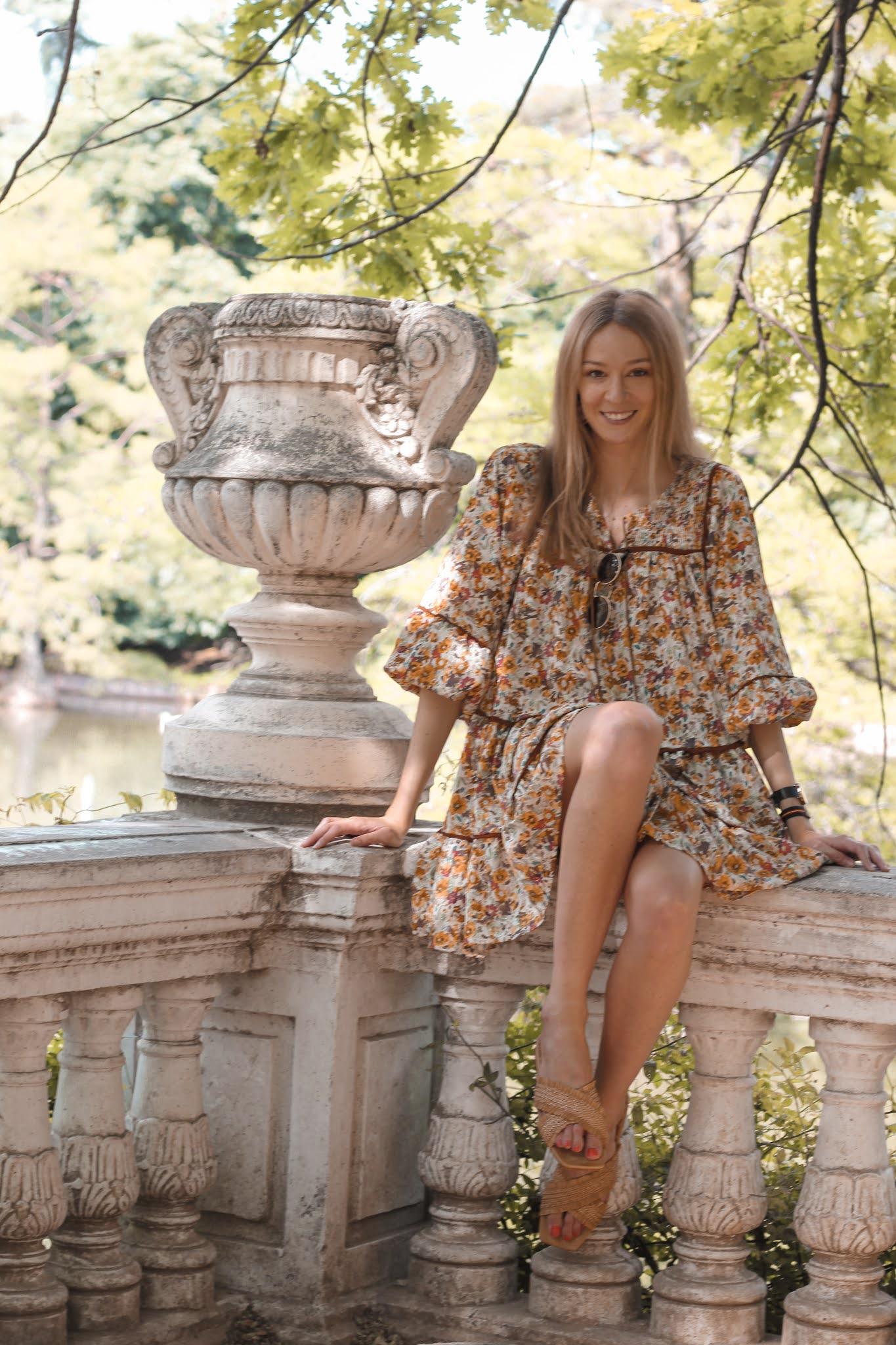 chicwish-floral-dress-sandalias-mustang-ootd