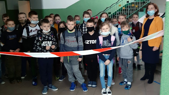 Odnowiony korytarz szkolny