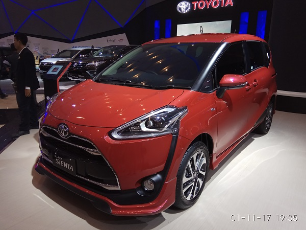 toyota sienta q warna orange