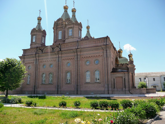 Старобельск. Свято-Скорбященский женский монастырь. Трёхпрестольный храм «Всех скорбящих радосте»