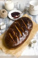 Chleb z rodzynkami i miodem