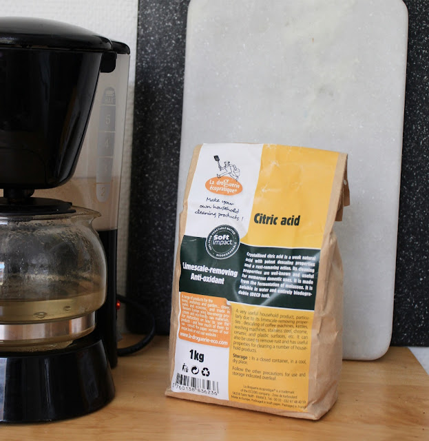 Rens kaffemaskinen med sitronsyre, et naturprodukt