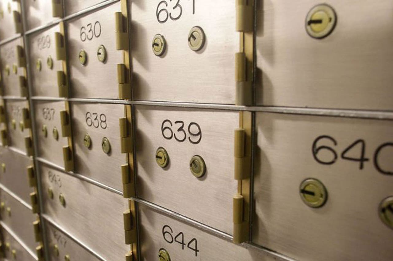 El banco le vendió su caja de seguridad a otro cliente y le faltan U$S 100 mil