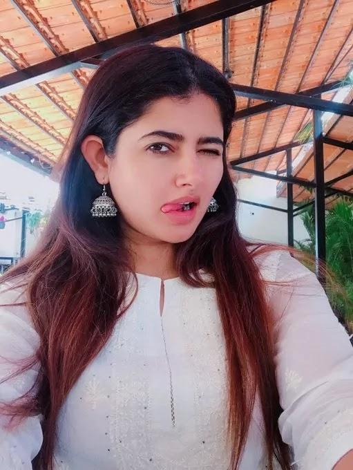 ashima-narwal-cute-selfie-pics