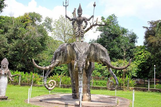3 teste Elephant Statue - Parco di Buddha - (Vientiane, Laos)