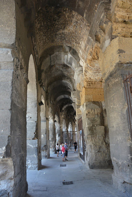 Arena Nimes arches