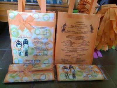undangan pernikahan model tas