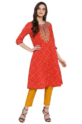 Varanga Salwar & Churidar Suits with 60% off