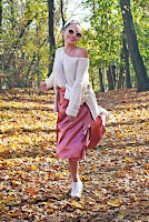 https://www.karyn.pl/2019/11/rozowa-satynowa-spodnica-i-kremowy.html